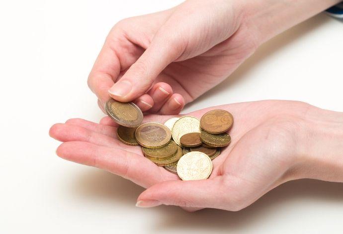 dinero-en mano